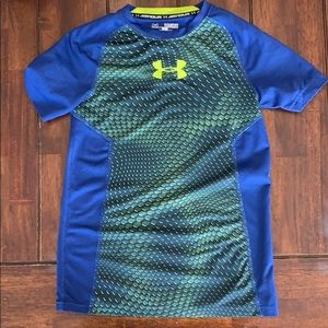 Boys fitted under armour tee.